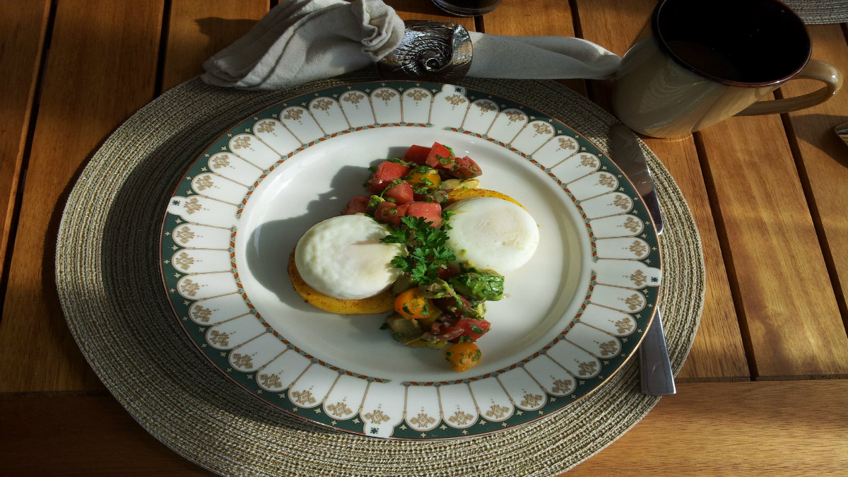 poached eggs with tomato salsa 1200 x 675